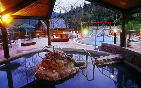 新竹尖石-峇里森林溫泉渡假村泡湯一日遊《平日成人優惠X1》-預約